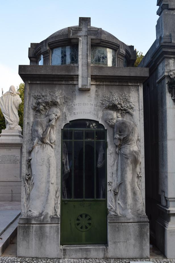Cemeterio dos Prazeres, Lisbon lostlara.com